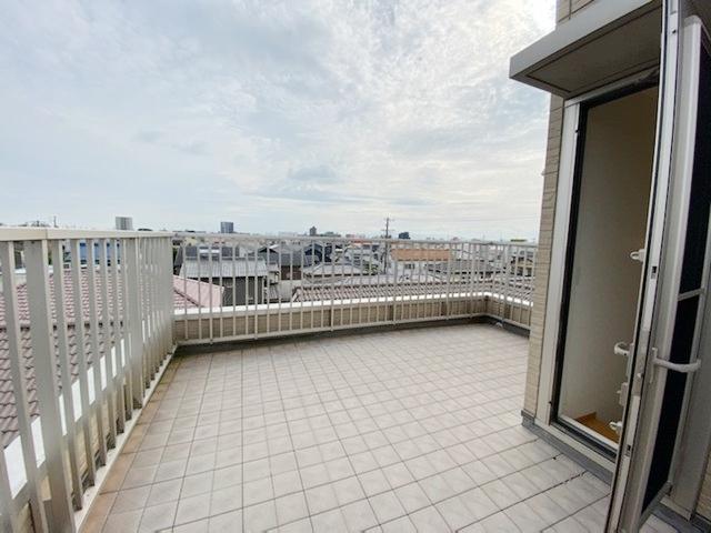 愛知県江南市野白町野白 中古住宅のバルコニー写真